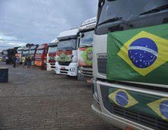 Ala de caminhoneiros cobra categoria em ato do dia 15 e defende intervenção militar