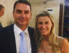"""DEPOIMENTO: Flávio Bolsonaro e esposa são intimados a depor no inquérito das """"rachadinhas"""""""