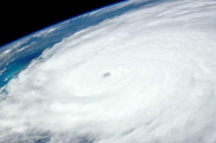 Gaya Coriolis akibat rotasi bumi