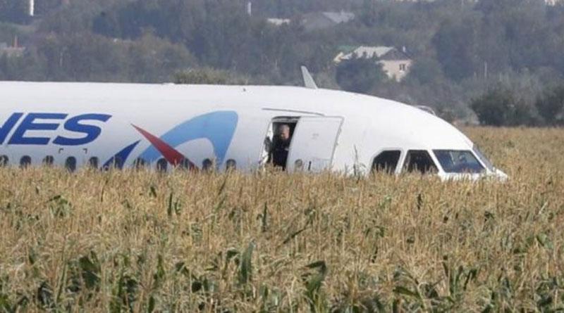 VIDEO: Un Avión con 233 pasajeros aterrizó de emergencia en Moscú –