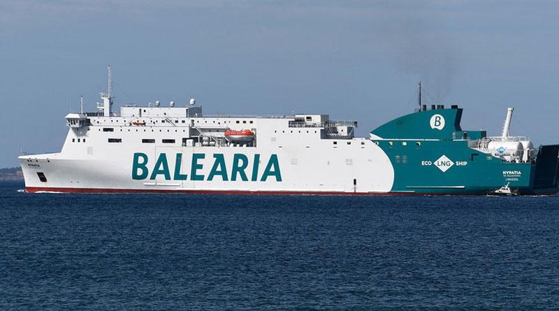 VIDEO, FOTOS: Un ferry con casi 400 pasajeros procedente de Ibiza encalla en un puerto provocando pánico a bordo –