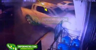 Video: Momento en que camioneta impacta violentamente contra farmacia en SFM