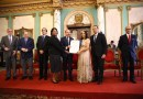 Danilo entrega Premio Nacional de Periodismo a Emilia Pereyra