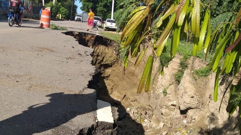 Nuevo socavón afecta carretera de Santiago –
