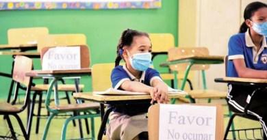 A partir de hoy los estudiantes asistirán a clases semipresenciales en diferentes escuelas del país.