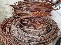 Foto de Milícia e tráfico furtam fios de cobre para montarem internet do crime e forçar morador a assinar. Veja áreas onde acontece isso