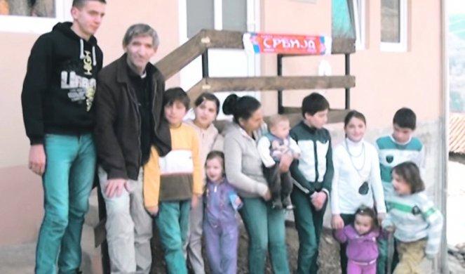 ПОРОДИЦА СА ШАРЕ ПРИМЕР KАKО СЕ БРАНИ НАША ЈУЖНА ПОKРАЈИНА! Станојковићи са 13 деце чувају српство на Kосову! 1