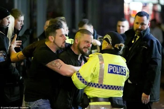 Britanikët e pritën 2018 të dehur dhe me veshje që ekspozonin pjesë intime të trupit – pasuar nga dhuna dhe goditjet . Keqardhje si festimet kthehet në masakër