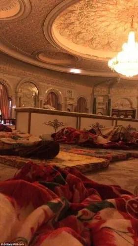Zyrtarët saudit arrestojnë 11 princat pasi protestuan në një pallat mbretëror mbi masat shtrënguese duke përfshirë edhe detyrimin për të paguar faturat e tyre të shërbimeve.
