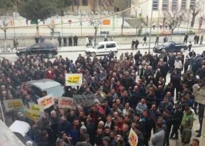 Protestë në Berat: Na kanë lënë pa bukë