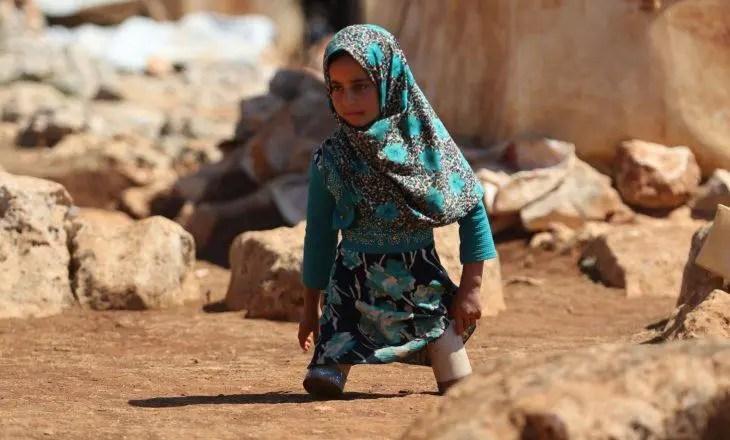 Vajza siriane që ecte me kuti konservash për në shkollë, gjen shpresa në Turqi