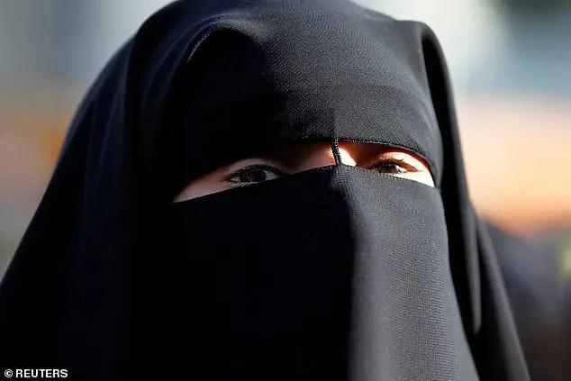 Komiteti i të Drejtave të Njeriut pranë OKB-së, ka gjetur Francën në shkeljen e të drejtave të njeriut me ligjin për ndalimin e nikab.