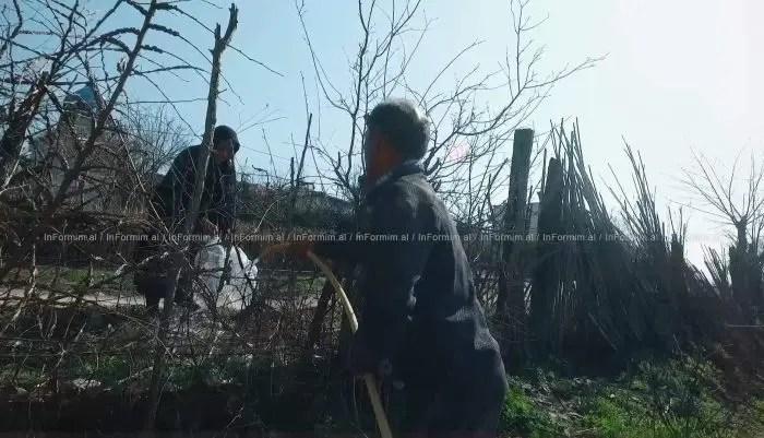 Bashkia Fier ka reaguar pas ankesës që familjet rome në fshatin Mbrostar (Fier) kanë bërë për mungesën e kanalizimeve të ujit të pijshëm.
