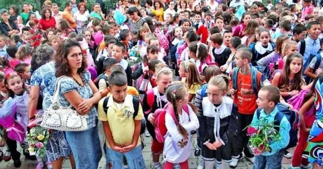 Nis viti i ri shkollor: Ja vështirësitë që hasin