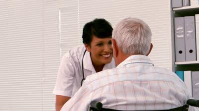 Info Santai: Doktor Dengan Seorang Lelaki Tua