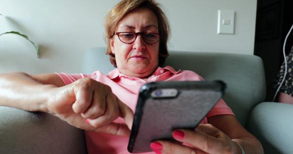 ibu sukakan smartphone sebagai hadiah