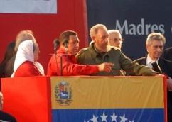 Télam Fidel Castro contó con la amistad de grandes personalidades que lo acompañaron en diversos momentos de su carrera política, entre los que resaltaron el escritor Gabriel García Márquez, el astro futbolístico Diego Maradona y el presidente venezolano Hugo Chávez. Foto: Archivo Gustavo Amarelle