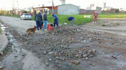 Santa Rosa - vecinos arreglan sus calles (3)