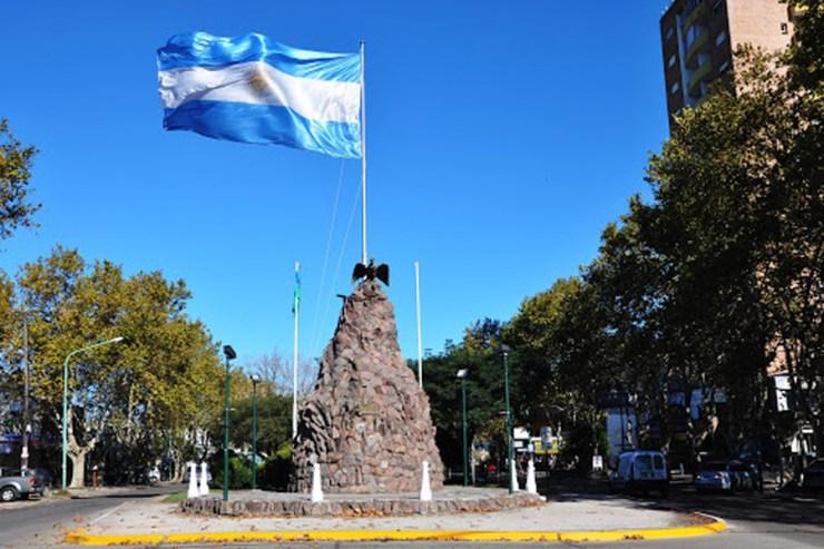 El monumento a la bandera más antiguo del país está en Florencio Varela y va a cumplir 83 años