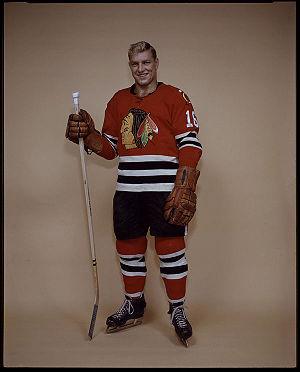 {{en|Bobby Hull of the Chicago Black Hawks hoc...