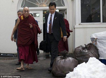 Dalai Lama Leaves White House Through Back Door 2