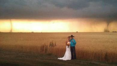 Photo of Tornado arrives as uninvited guest at Kansas wedding