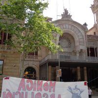 L'Audiència Provincial de Barcelona absol la Terrassenca Mònica del delicte d'atemptat  i només condemna un dels dos policies acusats