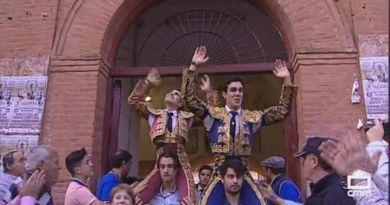 Feliz debut con picadores de Aarón, a hombros con Tomás Rufo, en Talavera de la Reina