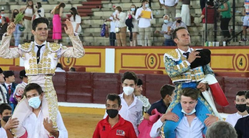 Antonio Ferrera corta un rabo y Juanito tres orejas en Badajoz