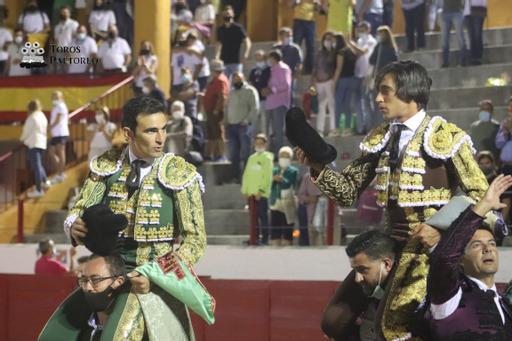 Sergio Serrano y Ángel Téllez salen a hombros en Bargas
