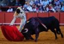 Roca Rey corta la primera oreja en el reencuentro con los toros en Sevilla