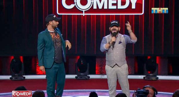 Галустян и Карибидис в образе Пашиняна порадовали зал на Comedy Club в Армении