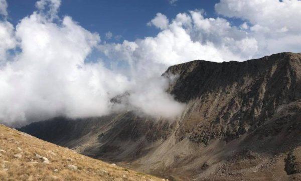 Двигатель американского самолета обнаружен в горах Армении: Минобороны