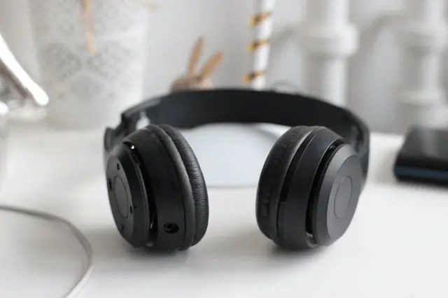 7 Best Travel Gadgets For Tech-Savvy Explorers head phone