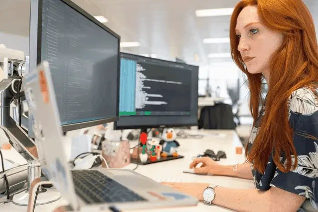 How To Hire A Full-Stack Software Developer 2