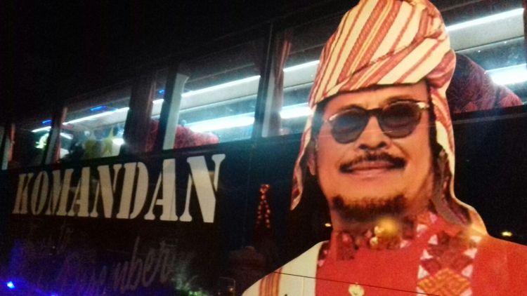 Bus yang bergambarkan Gubernur SulSel Syahrul Yasin Limpo.
