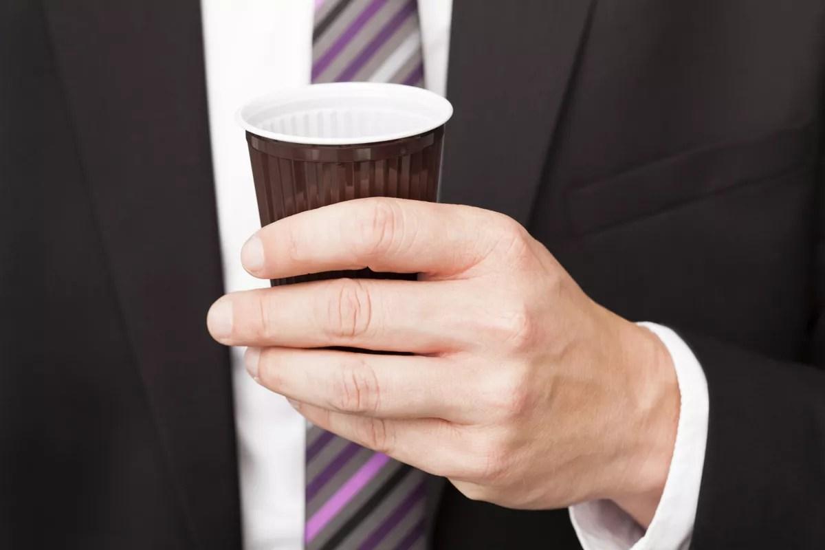 ЕС идёт на компромисс по одноразовым стаканам