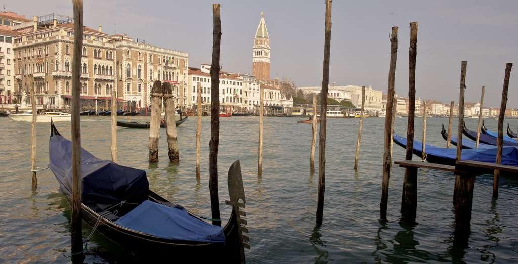 Gondolas,_Venice,_45.4375_N,_12.3358_E,_Photo_by_Silvia_Alvarez_Adalia_L