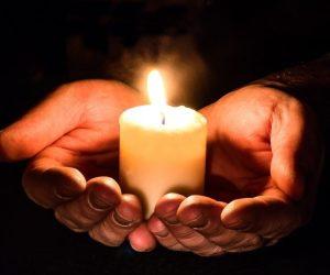 держать свечку