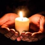 Держать свечку — что значит и откуда пошло это выражение