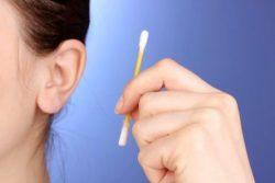 Как чистить уши правильно. Чем, палочками или перекисью?