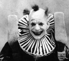 Клоуны - страшные фото прошлого. Жуткие старые снимки не для слабонервных