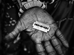 Жуткие традиции: женское обрезание, корсет, пояс верности, которые убивали и унижали женщин в разные времена