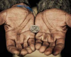 Что притягивает бедность в дом? — Вот эти 10 вещей!