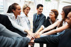 Отношения в коллективе: как их наладить и улучшить мнение о себе на работе