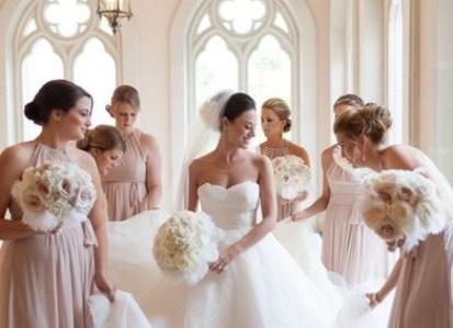 Что делать со свадебным платьем после свадьбы? Что можно и нельзя - приметы в народе