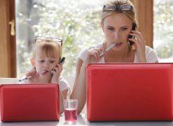 Нужно ли ребенку помогать с домашним заданием. Должны ли родители делать уроки с детьми?