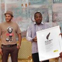 Audience du Président du Faso : Le balai citoyen présente son trophée au président du Faso