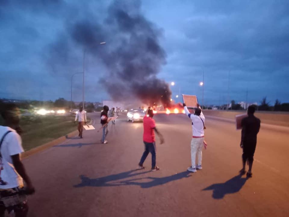 Buhari Must go protesters block Abuja airport road