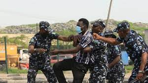 June 12 Protests: Lagos, Abuja protesters face police fire tear gas as dem  demonstrate - See how happu for oda states - BBC News Pidgin